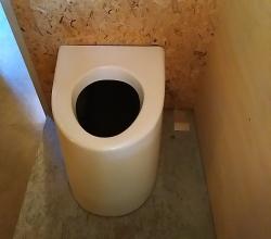 Toilettes seches crachouse